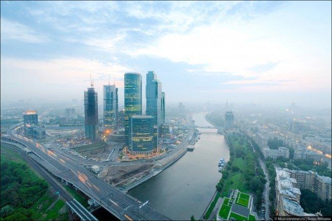 """Vista desde la torre de Mirax-Plaza: Ciudad de Moscú y el territorio de """"Big City"""""""