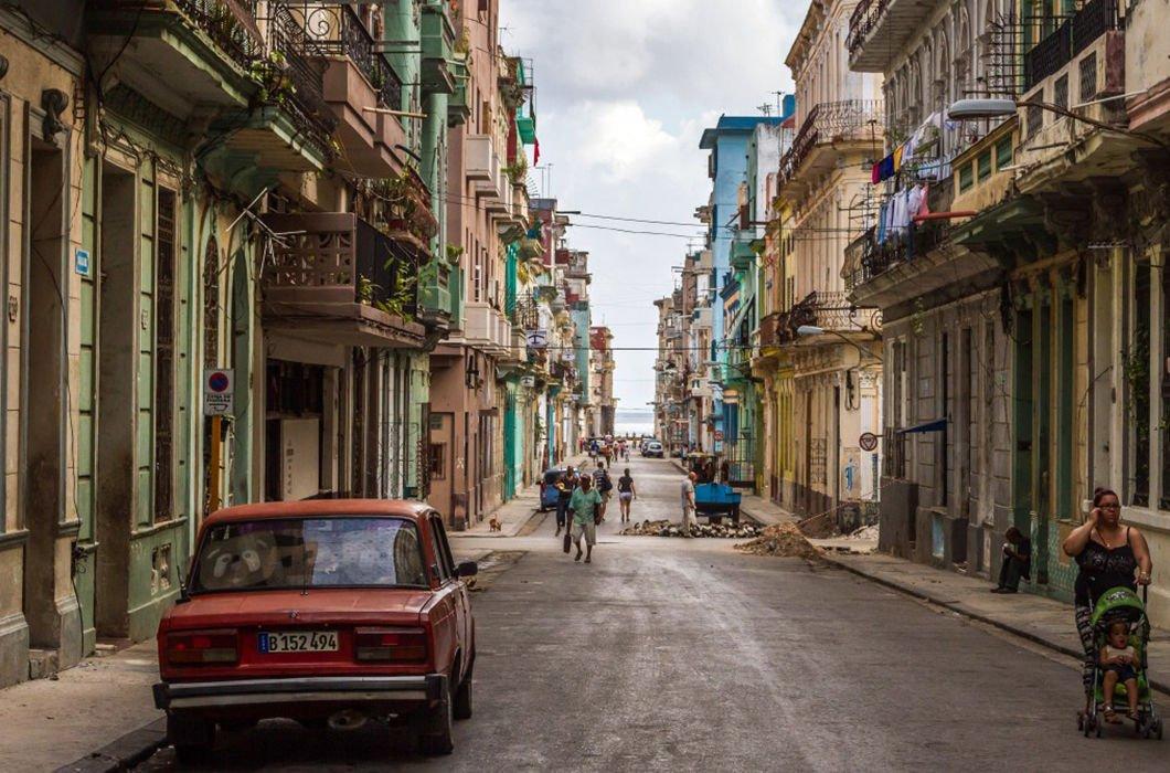 Una calle tranquila, donde los turistas dejan de ser turistas. .